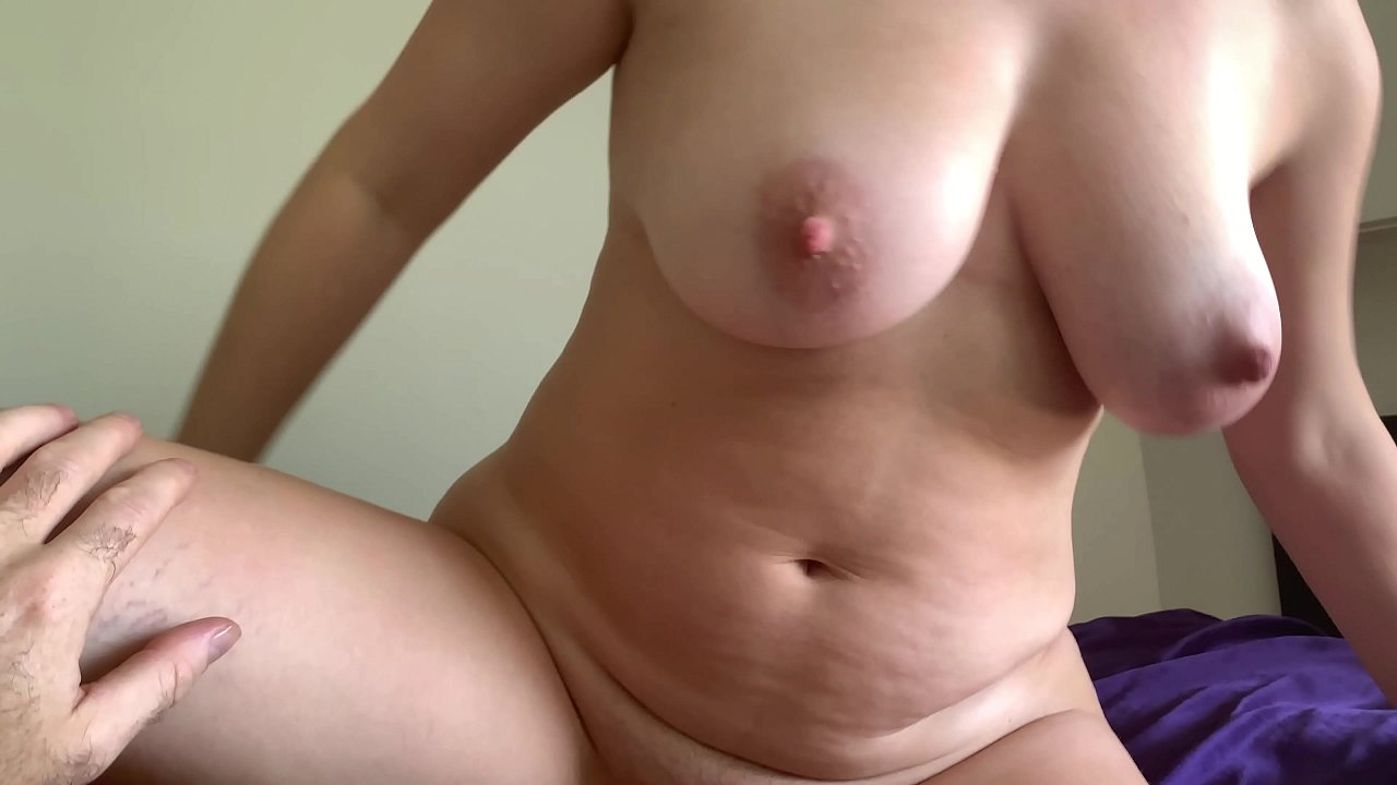 Amateur Milf Creampie Gangbang all natural milf takes a load of cum in her pussy in the