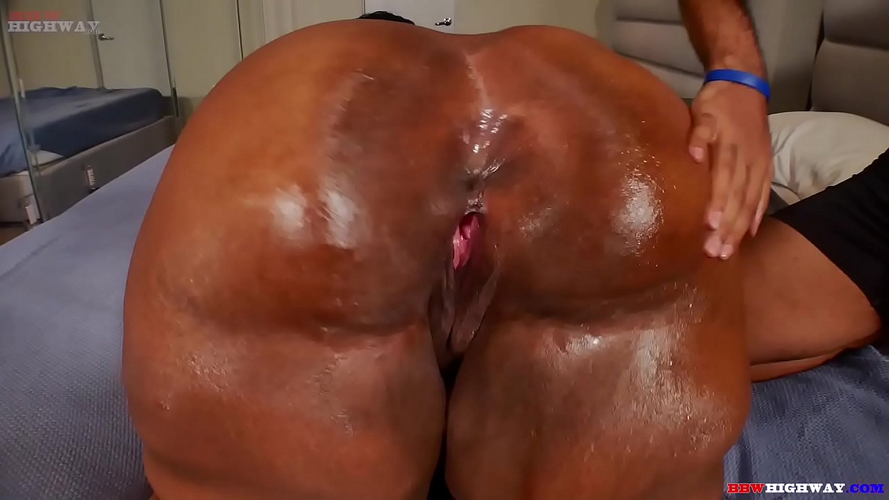 Thick Ebony Milf Threesome