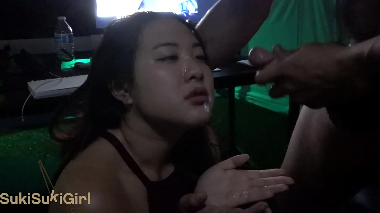 Hot White Girl Sucks Bbc