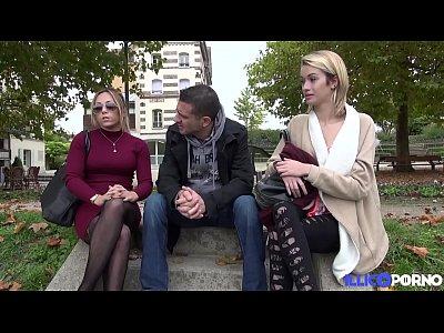 Порно блондинка с каре и ее подруга в подвязках, договорились с парнем о групповом сексе
