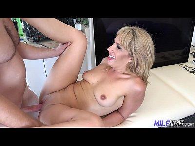 Съемки домашнего секса порно со зрелой блондинкой