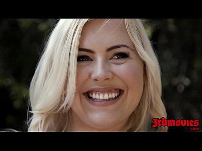 Блондинка черлидер трахается с эбонитовым негром