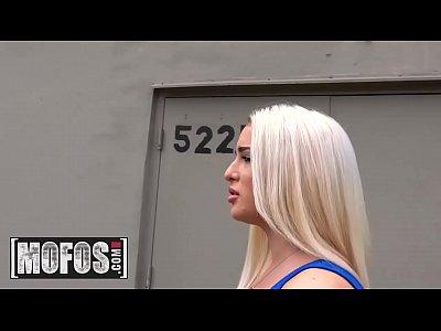 Надувные губки блондинки в деле, блондинки соло порно