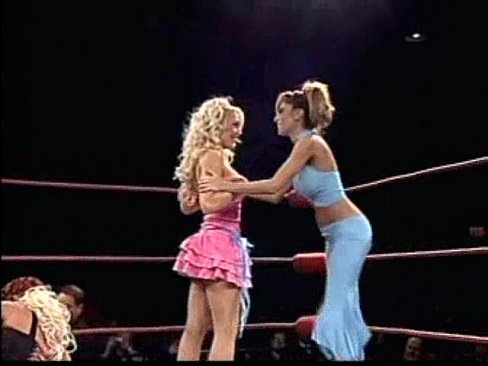 naked-girls-in-wwe-match