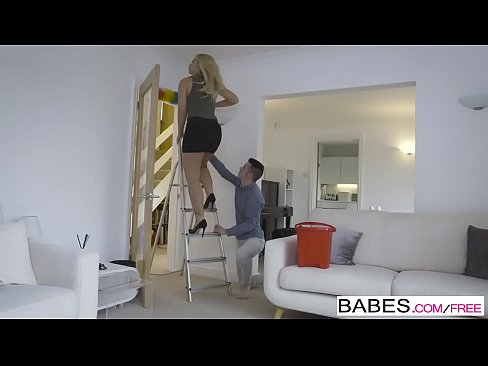 Babes - Cheim Mam Ceachtanna - Step Up is iad Sam Bourne agus Karlie Simon agus Zoe Doll gearrthog