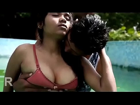 Girls boob press vidio in saree