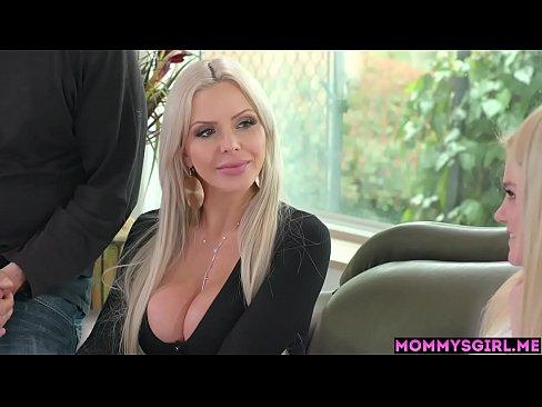 Blond slut squirting