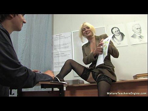 Russo maturo insegnante 2 - Nadezhda (mature insegnanti orge)