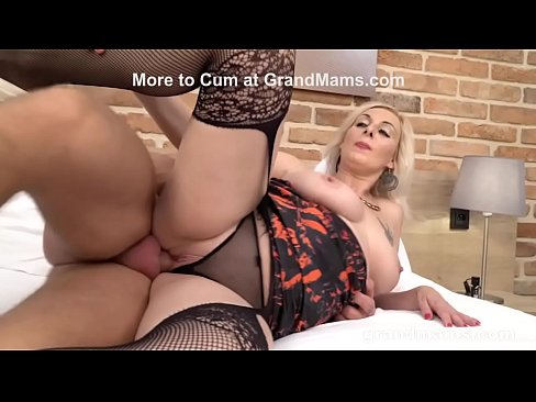 Amateur huge boob threesome
