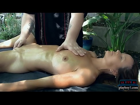 Pussy massage expert provides great orgasms for his clients, free sex video