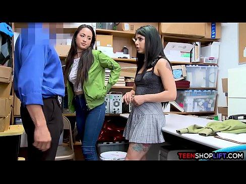 Latina adolescente amigos arrestado cuando robo de una tienda