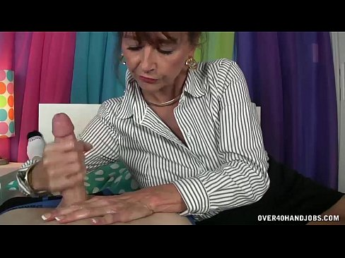 morning milf handjob - xnxx