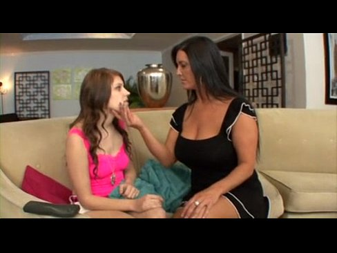 Teen Lesbian Makes Milf Cum