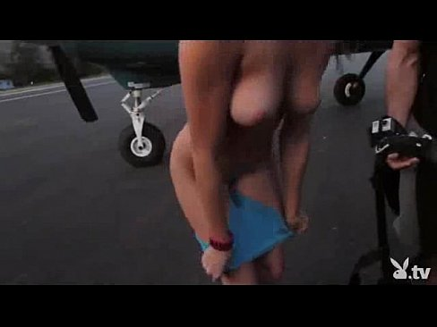 Teen nude girls of group skydive