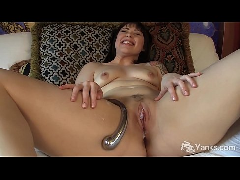 Lovely yanks bbw  sarah greenmore masturbates