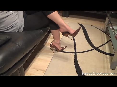 Milf shoe dangling