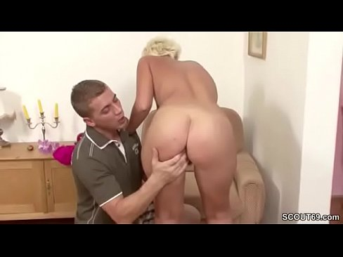 Hairy cunt piss