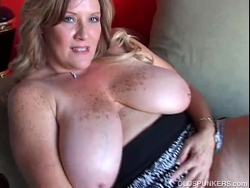 Old cougar big tits