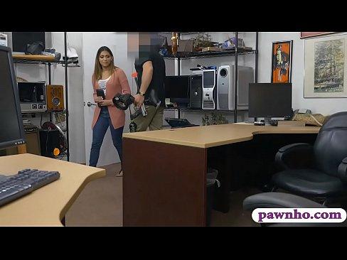 Cochonne de femme donne un sympa pipe, puis il obtient fore par mauvais pion mec dans son bureau
