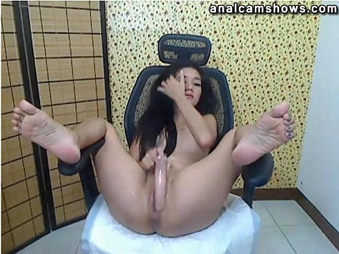 Asian babe using dildo in pussy and ass