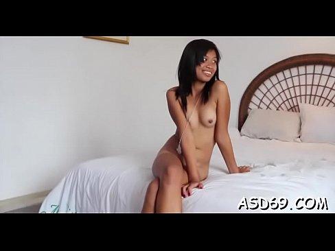 Oriental fille pcule pour une grosse quequette