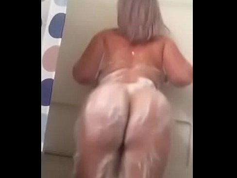 Bbw ass clapping in the shower