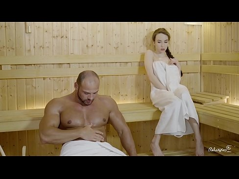 RELAXXXED - Hard scopare in sauna con attraente russo babe Angelo Rush