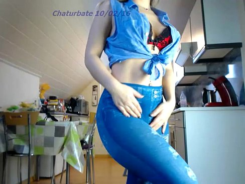 sexydea playing on live webcam