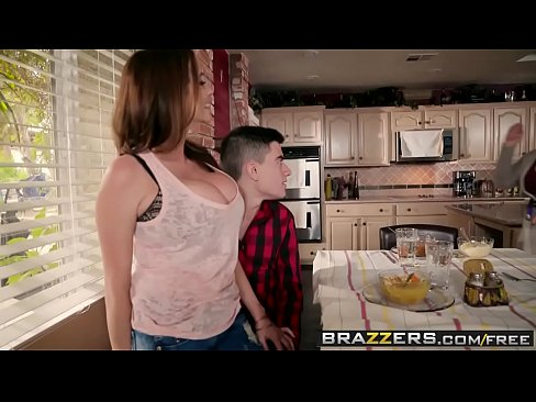 Brazzers - Mommy Got Boobs - Homemade American Tits scene starring Ariella Ferrera and Jordi El Ni&a