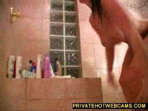 Te big boobed babe toying timpeall le dildo ollmhor i seomra folctha www.privatehotwebcams.com