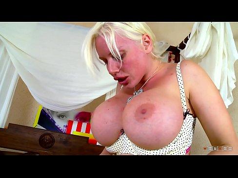 MILF le Deas Fad i Pussy Gniomhartha Teen