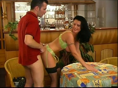 Fucd waitress sex blowjob