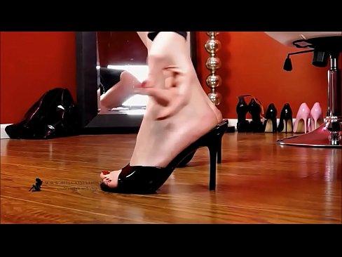 Shoeplay com Wearing Mules Dangling Xnxx And VGSzLUqMp