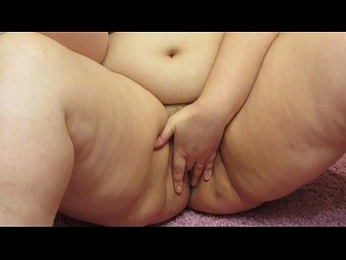 Lindo grasa chica le gusta fumar en la desnuda y digitacion, fetiche de compilacion.