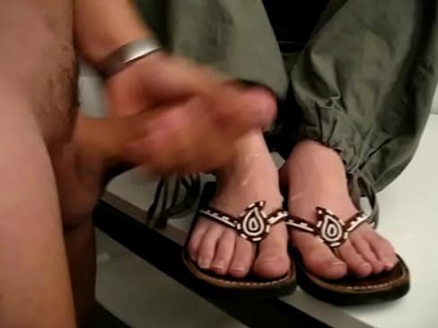 flipflop cum feet