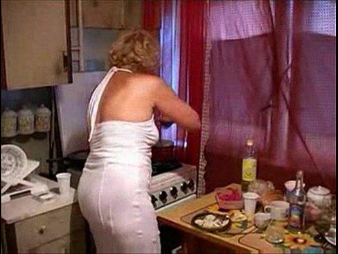 Mature cums hard in her kitchen