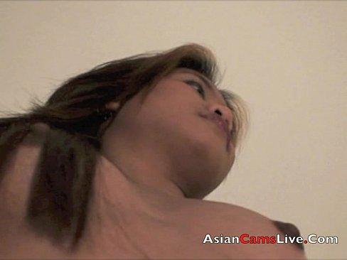 Asian Bar girls from asiancamslive.com strips in hotel