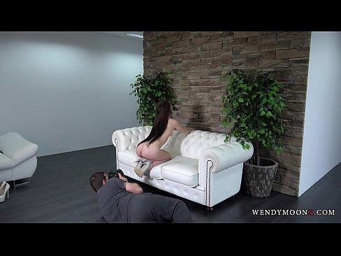 Sale Seance Photo avec un Nu Bombe dans un Studio