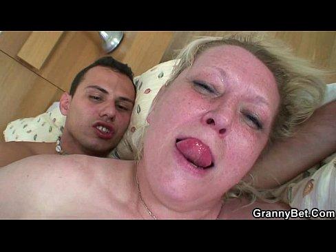 Swollen lump on anal fissure