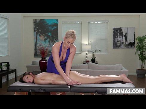 Lesbian Step Mom Eating Pussy