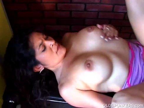 Amateur Latina Milf Creampie