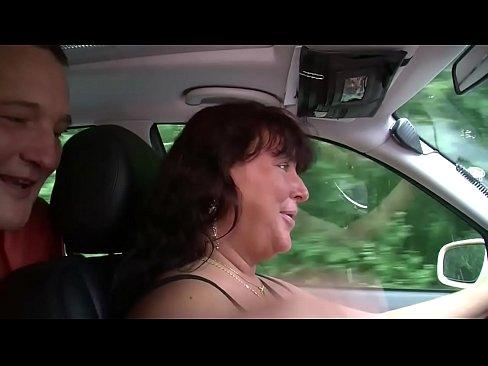 Im taxi gefickt