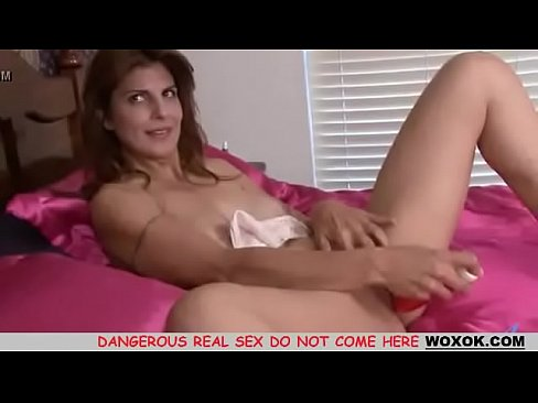 Milf coming out from pussy