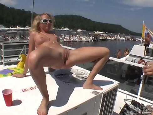 Girls Eating Pussy Public