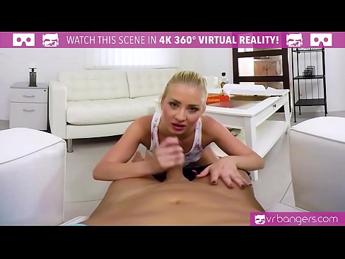 VRBangers.com CAYLA LYONS HOT PIZZA GIRL SUCK AND FUCK BIG COCK
