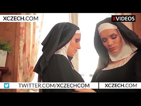 Tschechische katholische Nonnen Experimentieren mit Lesben sex - XCZECH.com