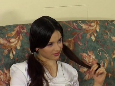 Russo teen con i capelli Scuri e la bellezza.