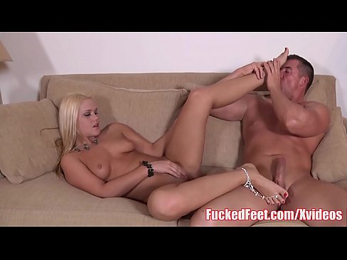 Anal Queen Roxy Raye Gives a Hot Footjob!
