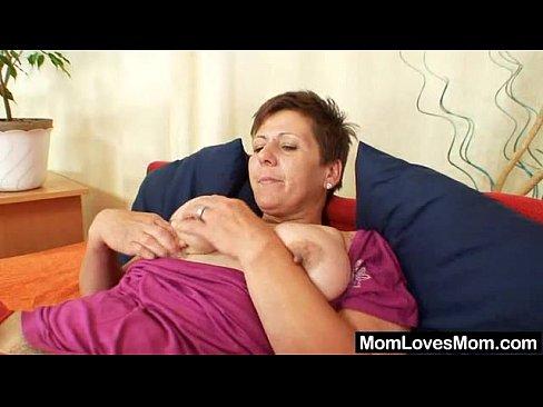 amateur mom huge boobs