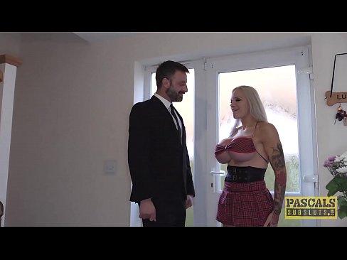 UK subslut rammte hart in Arsch und Fotze